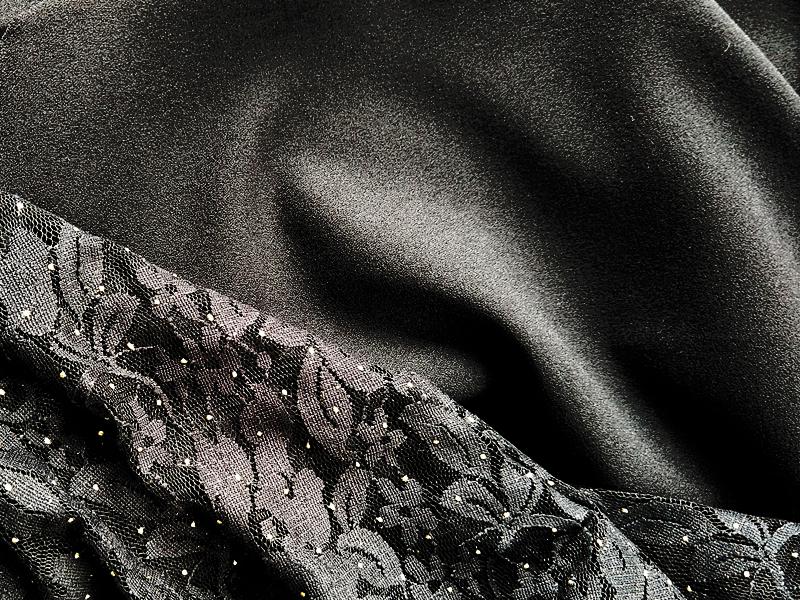 Zwarte crepe en kant
